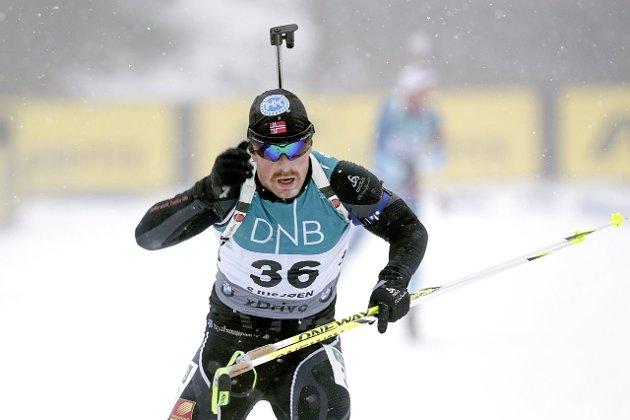 IKKE MOTIVERT: Vegar Bergli i aksjon under sesongåpningen i skiskyting på Sjusjøen foran 2014/15-sesongen. Nå blir det andre prioriteringer i livet, men Skonseng-løperen ser ikke bort fra at han kan komme tilbake som trener før eller senere. Foto: Vidar Ruud