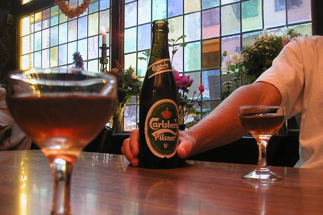 Digitalsjef Tord Olander Pedersen har innsett at pubquiz med tilhørende øl, ikke er toppidrett likevel. Illustrasjonsfoto: Wikimdia Commons