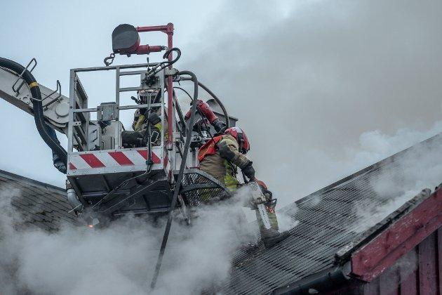 Brann på Fallet i Utskarpen. Den gamle butikken og klubblokalene til Tempoklubben.