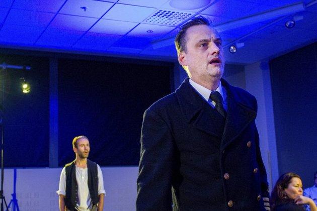 Vinterlys: I «Døden går om bord» spiller Magnus Kjørrefjord maskinist Lasse Gamadal og Jesper Malm, spiller kapteinen som plottet bygges rundt. Foto: lisa Ditlefsen