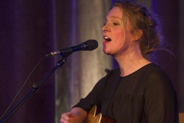BergtTat: Med sine nydelige viser spilte og sang Ellen Sofie Hovland seg rett inn i hjertet til publikum. Foto: Øyvind Bratt