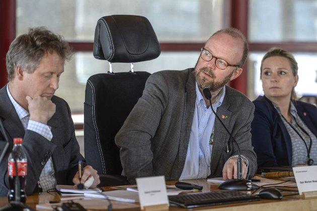 Rådmann Robert Pettersen (t.v.) og ordfører Geir Waage (A). Foto: Øyvind Bratt