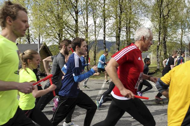 Over 900 løpere deltok i stafetten.