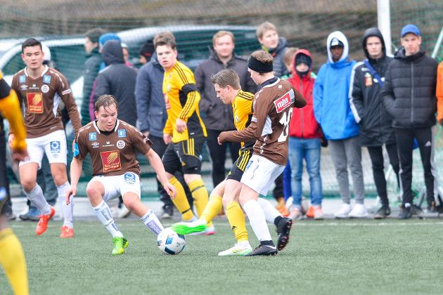 Lokaloppgjør på Moheia mellom Stålkam og Mo ILs B-lag åpnet kretsserien (4. divisjon) i år. Neste år kan lagene ha felles drakt og logo.