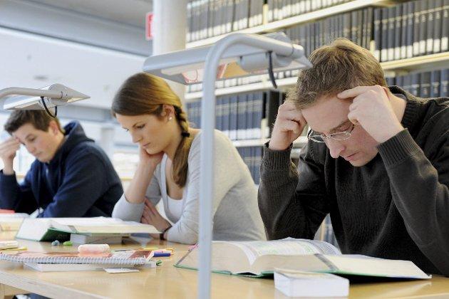 STUDIER: Dessverre står valg av utdanning i altfor liten grad i samsvar med hva næringslivet har behov for, skriver Marit Øvermo i denne kronikken.Illustrasjonsfoto: Frank May