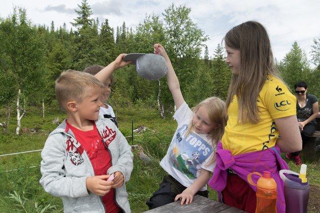 Mille Andersen Hultgren (8), Trym Andersen Hultgren, Sunniva Storvik Ekera og Ingeborg Storvik Ekera sørget for at trekningen av t-skjortevinnere gikk skikkelig for seg.
