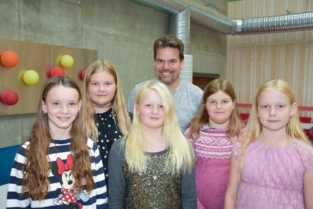 5. til 7. trinn på Øresvik skole. Fra venstre: Ariane Linea Steinrem Hilstad, Maren Hansen Lie, Aurora Helen Stensland, Roald Fiskum, Hanna Elise Jansvik og Solveig Nora Hansen Lie.