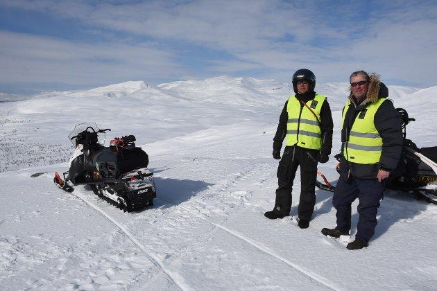 Det er store områder rovviltkontaktene skal sjekke ut. Feltarbeidet John-Helge Vang og Steinar Røssvoll gjennomfører er avgjørende for å fastslå hvor stor jervbestanden er i Nordland. Stortingets krav er ti ynglinger i året.