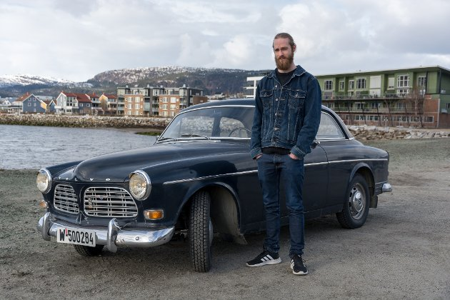 Linas Hammer med sin Volvo Amazon. Han har eid den i fire år og har planer for restaurering. Han prøver å gjøre det meste selv, men får også hjelp fra mekanisk kyndige kompiser.