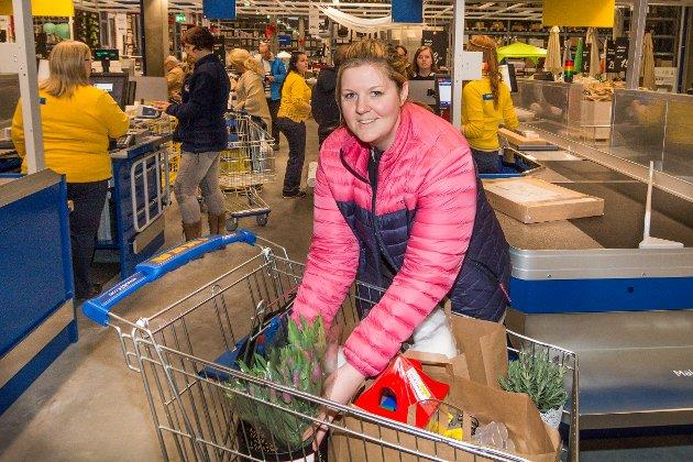 Hanne Henriksveen kom fra Snertingdal for å handle på åpningsdagen.