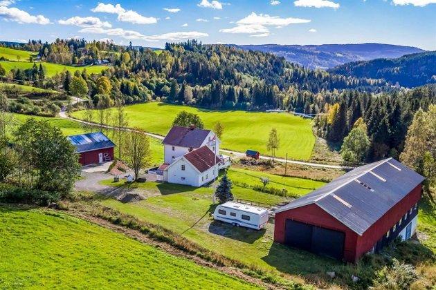 Østbrumundvegen 294 har en prisantydning på 4,5 millioner kroner.