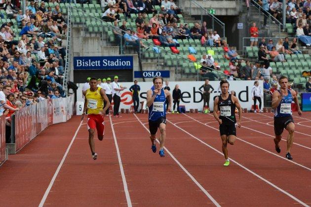 Carl Emil Kåshagen løper finale på 200 meter kl 14.10. Dette skjer ellers i dag: 11.50 - 10 000 m - Kvinner - Finale 12.00 - Spyd - Menn - Finale 12.40 - 100 m HK - Kvinner - Forsøk 13.00 - 10 000 m - Menn - Finale 13.30 - Høgde - Menn - Finale 13.30 - Tresteg - Kvinner - Finale 13.30 - Kule - Menn - Finale 13.30 - Diskos - Kvinner - Finale 13.50 - 110 m HK - Menn - Finale 14.00 - 100 m HK - Kvinner - Finale 14.10 - 200 m - Menn - Finale 14.15 - 200 m - Kvinner - Finale 14.25 - 800 m - Kvinner - Finale 14.35 - 800 m - Menn - Finale 15.00 - 1000 m stafett - Menn - Finale 15.10 - 1000 m stafett - Kvinner - Finale 15.25 - Avslutningsseremoni