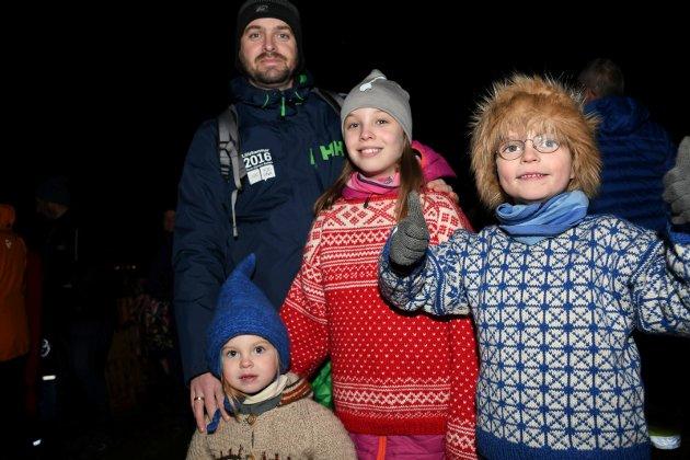 f.v.: Kjell Henry Bjerkengen, Elinor Nystuen Bjerkengen, Eline Nystuen Bjerkengen og Eivind Nystuen Bjerkengen var klare for premiere.