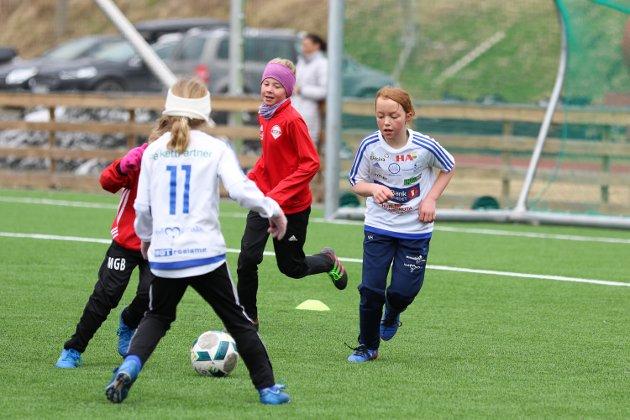 De yngre klassene har møttes til fotballturnering på Sveum. Dala Cup samlet nær 130 lag med spillere i årsklassene fra seks år og opp til 12 år. Brumunddal var naturligvis representert med flest lag, men mange andre lokale klubber samt lag fra Gudbrandsdalen og fra Gjøvik og Toten hadde tatt turen til Sveum
