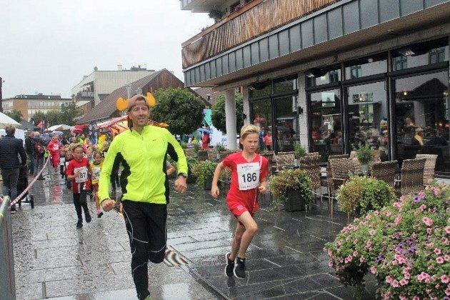 I forbindelse med Dalamart'n ble Brumunddalsløpet arrangert. Eget barneløp i sentrum stod på programmet og unga ga alt for å komme seg raskest til mål.Barneløype: Løypa gikk rundt Mølla, og var 600 meter lang.