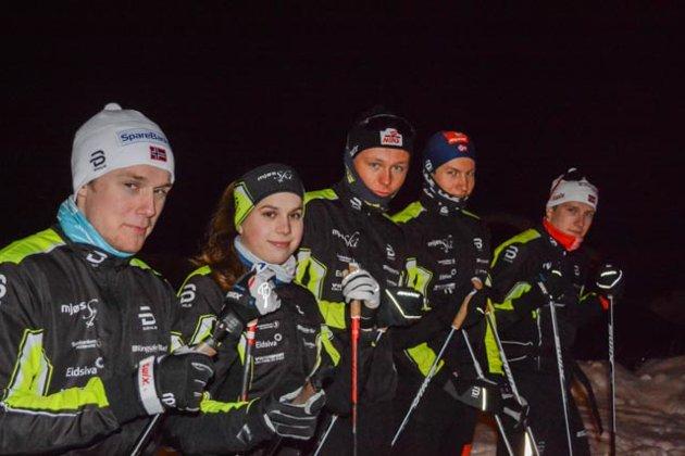 Gode skiløpre: MjøsSkis gode unge langressløpere. Fra venstre: Johannes Bordal, Ida Benjaminsen, Mats Opsal, Håvard Hovde og Jonas Vika.