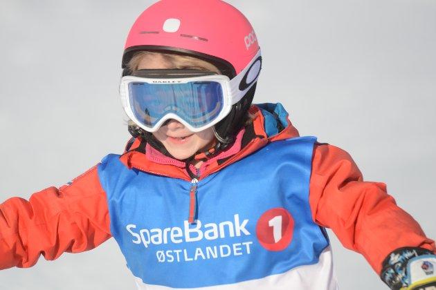Lokalt: Ella Morstad Willard var en av nærmere 20 deltakere fra arrangørklubben Brumunddal. Her har hun akkurat gått i mål i andre omgang.