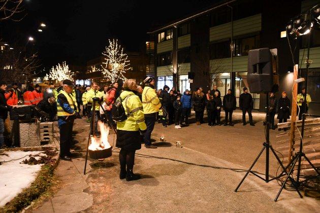 Rundt 200 personer deltok på ulykkesmarkeringen i Moelv.