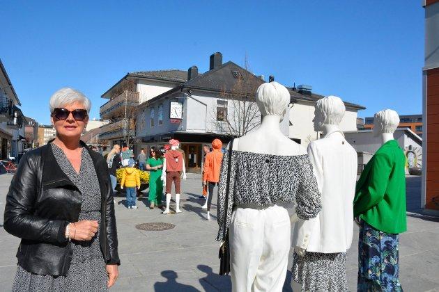 Mona Esbjørnsen Lierhagen i butikken Zaraz viste fram vårmoter.