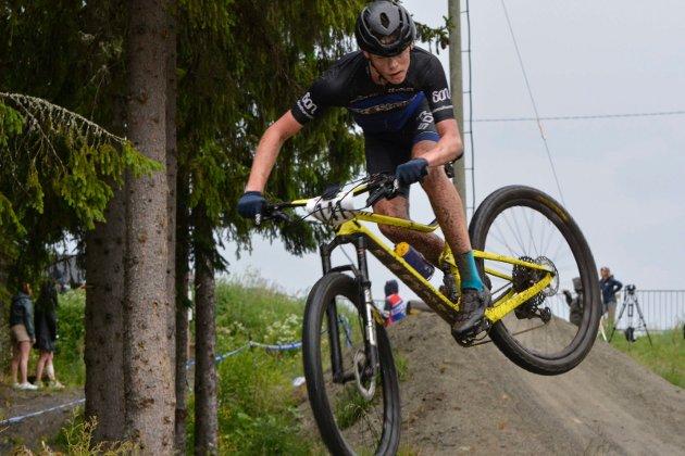 Akrobatikk: Det er bra kontroll syklistene viser i løypa.