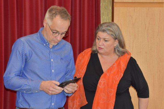 ADMINISTRASJONSPARTIET? Artikkelforfatteren er skuffet over Arbeiderpartiet, her representert ved varaordfører Atle Strand og ordfører Anita Ihle Steen.