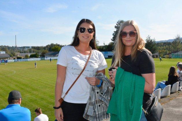 RIF-supportere i Idrettsparken: Karianne og Anniken Lehne fra Gaupen var optimister før kampen.