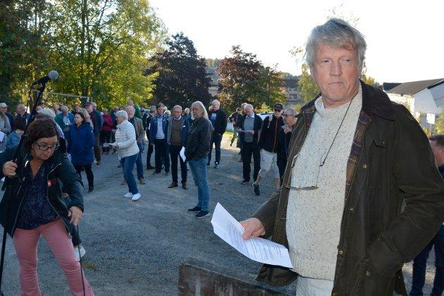 Protesterer: Jon Gulbrandsen i sameiet Bergevegen 1 er klar på at den nye vegen som er planlagt bygget, vil gjøre det svært vanskelige for oppsitterne i vegen.
