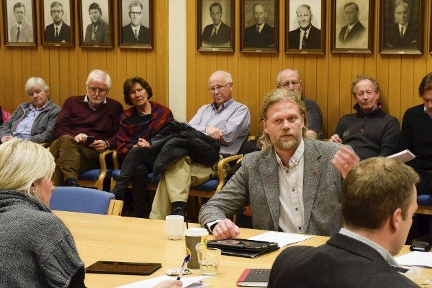 Are Granheim (Frp) og lokalpolitikerne ble i formannskapet fulgt med argusøyne av innbyggere.