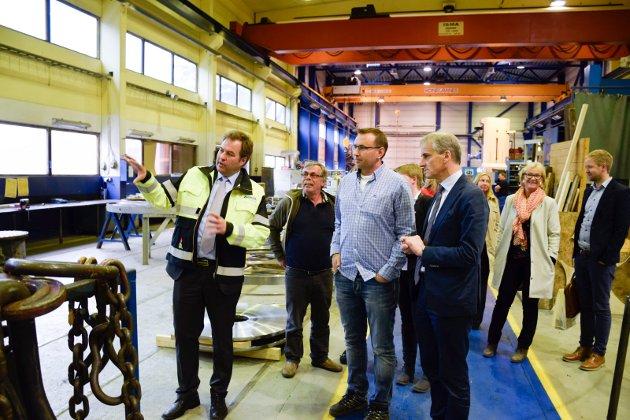 Ap-leder Jonas Gahr Støre på besøk hos Andritz Hydro.