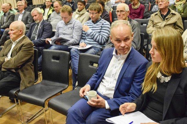 Holes politiske ledere har i realiteten endt opp som maktesløse, og blir ikke hørt når de kontakter statsråd Jan Tore Sanner, mener Eva Bekkelund-Eriksen.