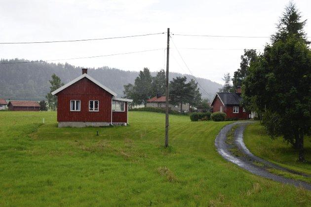 Her er det lille, røde huset i Selteveien som Høyre-lederen Kristin Remme har oppført som adresse i Hole.