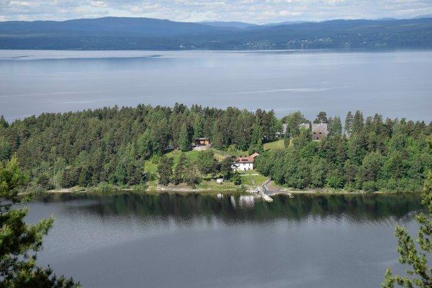 Utøya, sett fra Utsikten, Utstranda Velforenings alternativ.