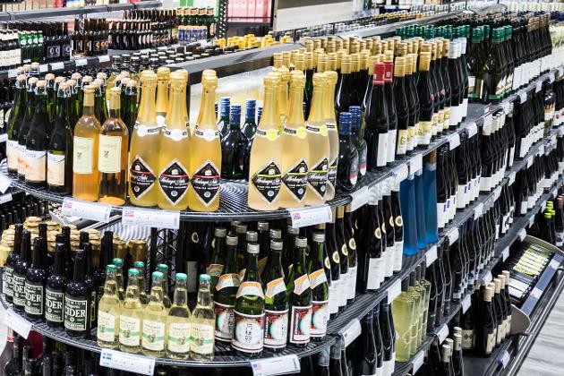 TIL KUBEN: Økt salg er ikke et mål for Vinmonopolet, påpeker Arnfinn J. Holten (KrF)