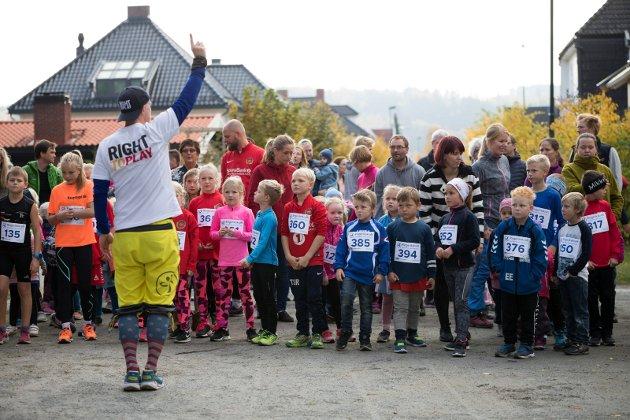 KLAR: Stig Andy Kvalheim teller ned før start til barneløpet i Søndre park.