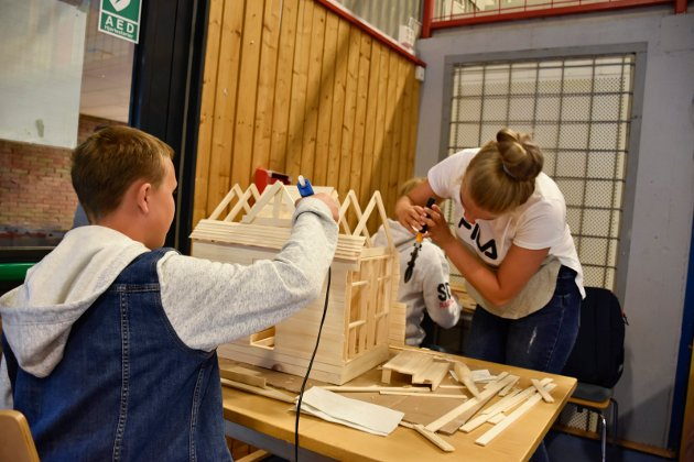 Kontroll: Gruppa til Nora, Bjørn-Einar, Sondre, Christine, Tina var opptatt av å ha god kontroll på materialene og fordeling avarbeidsoppgaver.