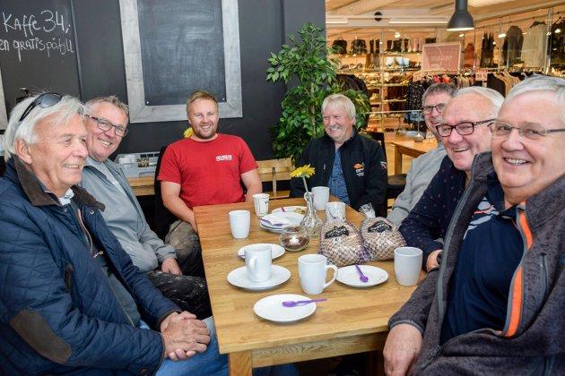 STAMGJESTER:  Vi har savnet dette, fastslår Bjørn Sandum (f.v.), Eirik Fugleberg, Alexander Fikerud, Finn Fikerud, Cato Fugleberg, Sveinung Berg og Einar Aaserud.