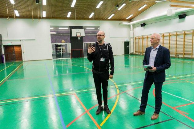 IDRETT: Den gamle gymsalen rommer et nytt, flott treningssenter for studenter og ansatte. Lars Haakon Bakken og Terje Rolfsøn viser fram de oppgraderte lokalene.