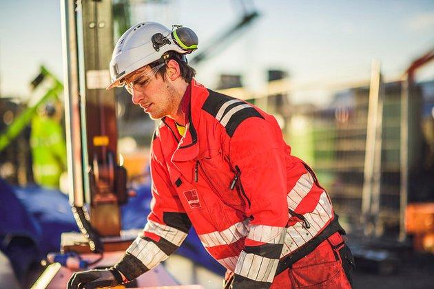 FOR FÅ: Bedriftene trenger faglært arbeidskraft, men altfor få ungdom velger yrkesfag.