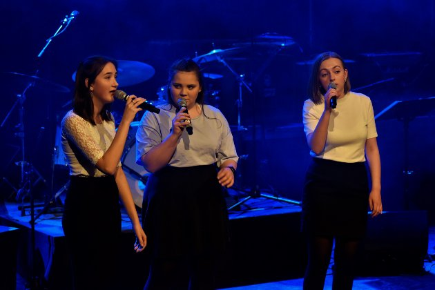"TRIO: Jentene Ida, Ruth Synøve og Oda fra 3 mua fremførte sangen ""Because""."