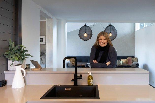 ÅPENT: Ann Kristin Støveren (47) i sitt nye Nybo kjøkken.