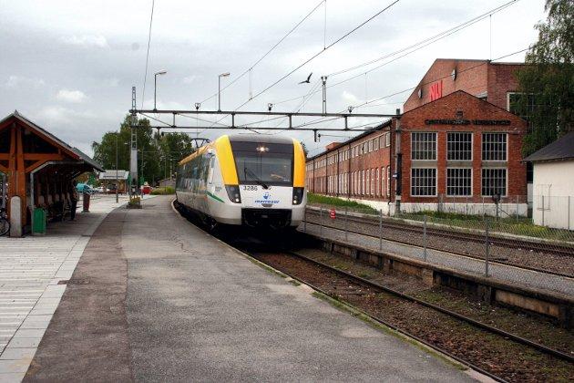 Blågult: Selv om en større andel dobbeltspor favoriserer privatisering i Sverige, blir private jernbaner kritisert blant annet for dårlig reinhold, service og regularitet. Foto: Rune Fjellvang