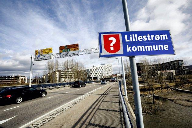 2017.04.Lillestrøm. Skedsmo kommune-skilt. Kommune- skilt. Lillestrøm. Rælingsbrua