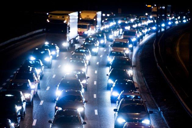 Skuffet: Har ikke varaordføreren hørt om at jo mer en legger til rette for bilen, jo mer forurensende biltrafikk blir det? Dét fremmer ikke akkurat trivsel i boområdene. Og det sikrer ikke framkommelighet, skriver innsenderen. Illustrasjonsfoto: NTB scanpix
