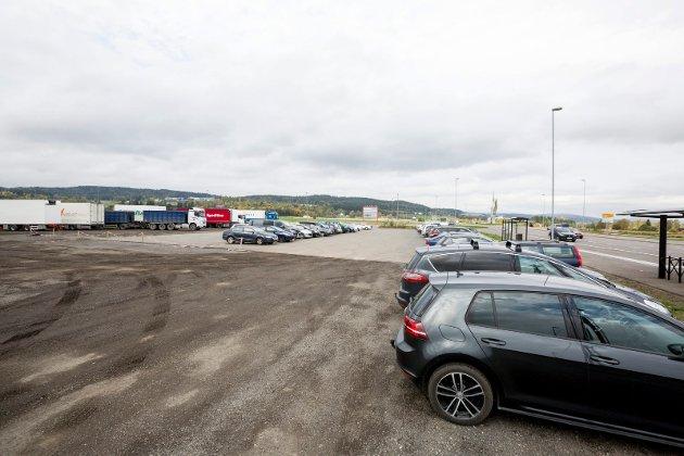 Fulle parkeringsplasser: Det er bare å sette i gang og få jobben gjort, og det haster før Akershus forsvinner inn i Viken storfylke, skriver fylkespolitkeren fra Ap. Illustrasjonsfoto.
