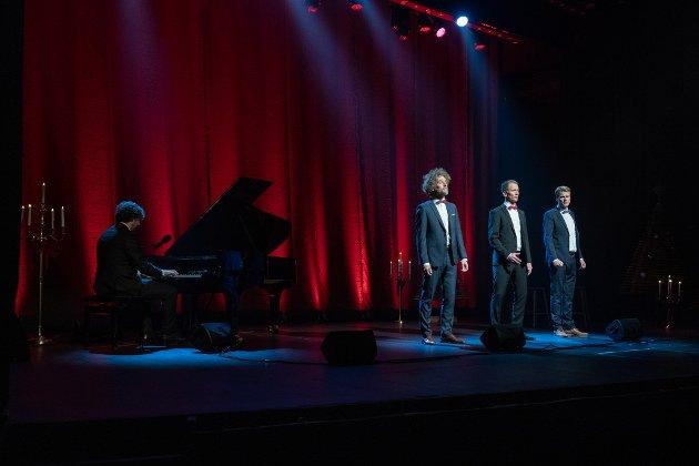 NORDIC TENORS: Består av de tre tenorerne, (F.v) Jan-Tore Saltnes, Roald Haarr og Sveinung Hølmebakk. Med seg på tur har de den svært dyktige pianisten Torgeir Koppang.