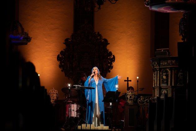 Helene Bøksles konsert i Nes kirke når dessverre ikke helt inn til der hvor undertegnes hjerte vanker.