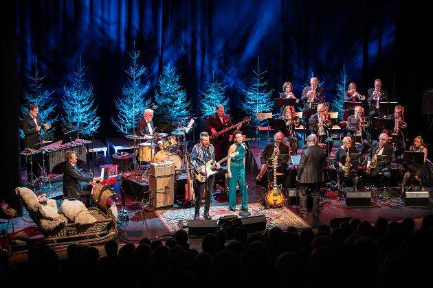Nes Storband med Amund Maarud og Stina Stenerud i spissen, leverer en julekonsert etter boka og litt til, i Nes Kulturhus.