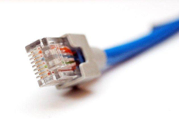 Viktig tjeneste: Telenor har ingen leveringsplikt av bredbånd står det. Det burde de ha, skriver innsenderen.