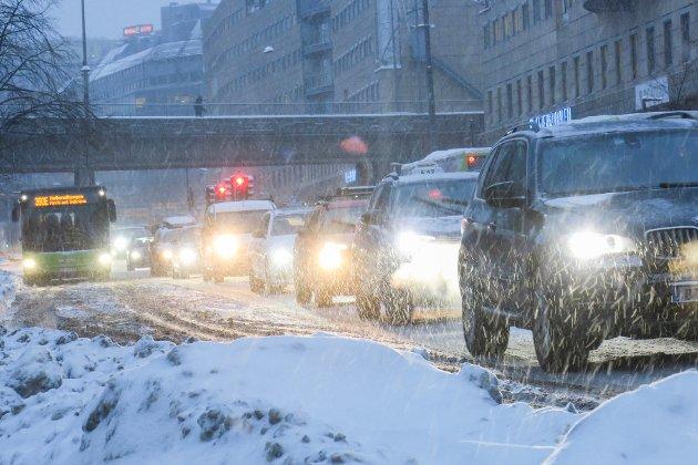 – Hvor er gulroten? Med den eksplosive utviklingen av eiendomsskattene i Norge i friskt minne, ser vi hvordan politikere utnytter et slikt sugerør i alminnelige folks lommebok til stadig å øke takstene, skriver innsendern som mener veiprising med GPS er en dårlig idé. Illustrasjonsfoto: NTB scanpix