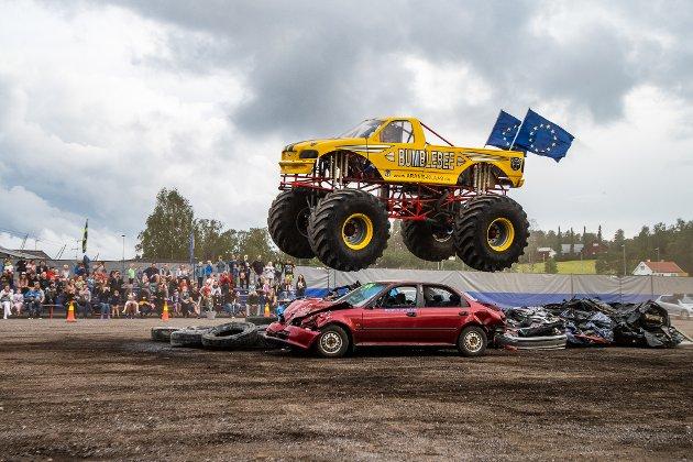 Tirsdag og onsdag er det monstertruck-show på Hellerudsletta. Se de spektakulære bildene her!